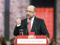 Principalul concurent al lui Merkel la şefia guvernului german îi ameninţă cu taxe mai mari pe bogaţi