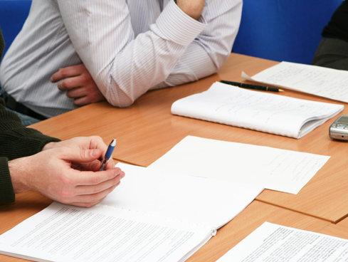 Dacă nu se va amâna, firmele ar putea fi obligate să plătească analize de risc fizic, de la 1 iulie