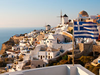Grecia adoptă noi măsuri de austeritate în pofida protestelor din centrul Atenei