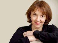 """Lucy Kellaway, fost editorialist la FT: """"După 32 de ani, cititorii FT sunt în continuare o enigmă pentru mine"""""""