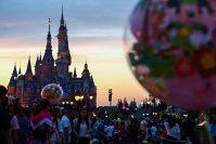 Walt Disney cumpără 21st Century Fox, zguduind din temelii sectorul de divertisment. Disney are acum suficientă putere pentru a deveni un adevărat rival al Netflix, Apple, Amazon, Google şi Facebook