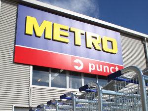 Metro închide primul magazin din România