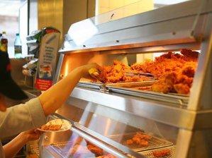 De câţi bani credeţi că este nevoie pentru a deschide un restaurant KFC?
