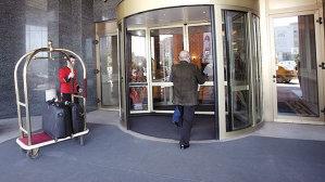 Al doilea brand de lux care intră direct pe piaţă. Americanii de la Michael Kors se aşază vizavi de Louis Vuitton la parterul JW Marriott