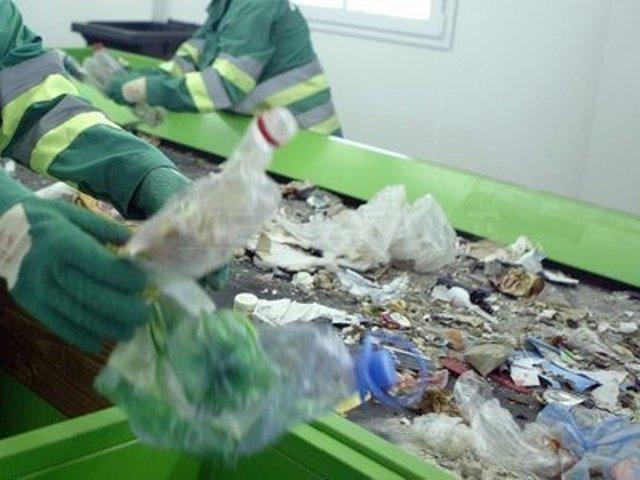 Romcarbon Buzău a investit 6,8 mil. euro pentru a transforma deşeurile în produse