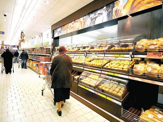 Lidl a intrat oficial pe piaţa locală în 2011 prin preluarea lanţului de 107 magazine Plus, iar ulterior s-a extins cu magazine de la zero