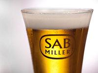 Fondurile de investiţii discută alianţe pentru a pune mâna pe mărcile scoase la vânzare de SABMiller, inclusiv în România