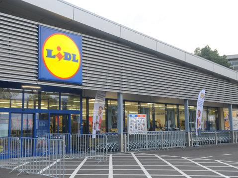 BREAKING NEWS! Lidl ÎNGHITE un mare retailer din România. Tranzacţia FULGER tocmai a fost anunţată
