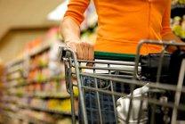 GfK: Românilor le place să meargă la cumpărături, dar bugetul limitat îi constrânge. Preţul rămâne argumentul principal