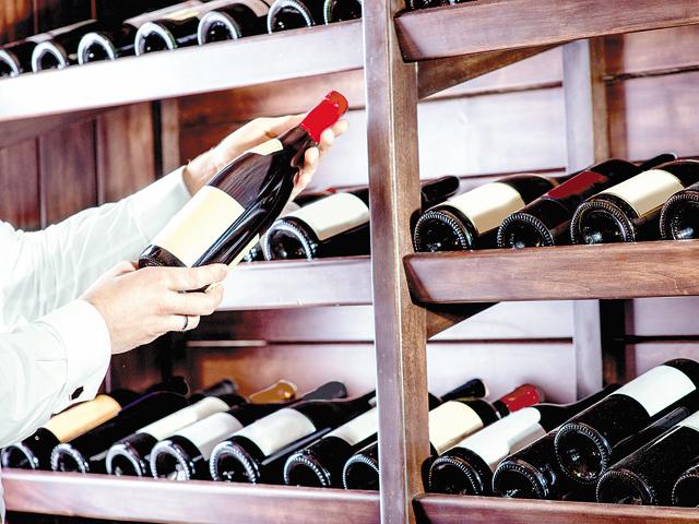 """Exporturile de vin au revenit în zodia scăderilor după un record în 2015. Marea Britanie """"înghite"""" un sfert din vinul românesc la export"""