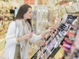 Românii cheltuie 80 mil. euro pe parfumuri şi cosmetice de lux, 10% din toată piaţa