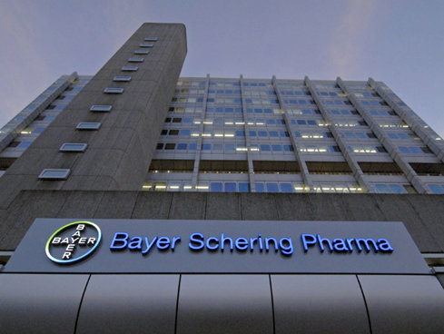 """""""Gardienii"""" concurenţei din UE pun frână pe ultima sute de metri la cea mai mare tranzacţie din istoria Germaniei: mega-deal-ul de 66 de miliarde de dolari prin care Bayer preia Monsanto este pus din nou sub microscop de o anchetă a temutei Concurenţe"""