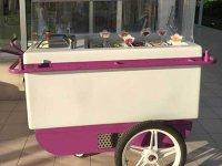 """Doi antreprenori au investit 15.000 de euro într-o gelaterie din centrul Capitalei. """"Testăm şi serviciul de livrare"""""""