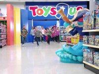 Protecţie împotriva falimentului: unul dintre cei mai mari retaileri tradiţional de jucării din lume cedează sub povara competiţiei online şi a datoriilor