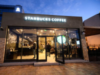 Starbucks deschide până la finalul anului o primă cafenea de tip drive-through şi merge cu o alta lângă BNR