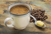 """Canadienii de la Esquires Coffee intră în România printr-un joint venture cu un fost francizat Gloria Jean's. """"Avem planuri să deschidem 45 de cafenele în următorii 5-6 ani. Mergem atât cu deschideri de la zero, cât şi cu afilieri ale unor unităţi deja existente."""""""