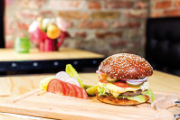 Ce vom mânca în viitor? Greieri în burgeri. UE a reglementat deja fermele de greieri