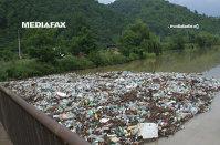 Producătorii de bunuri de larg consum sunt presaţi să elimine ambalajele din plastic