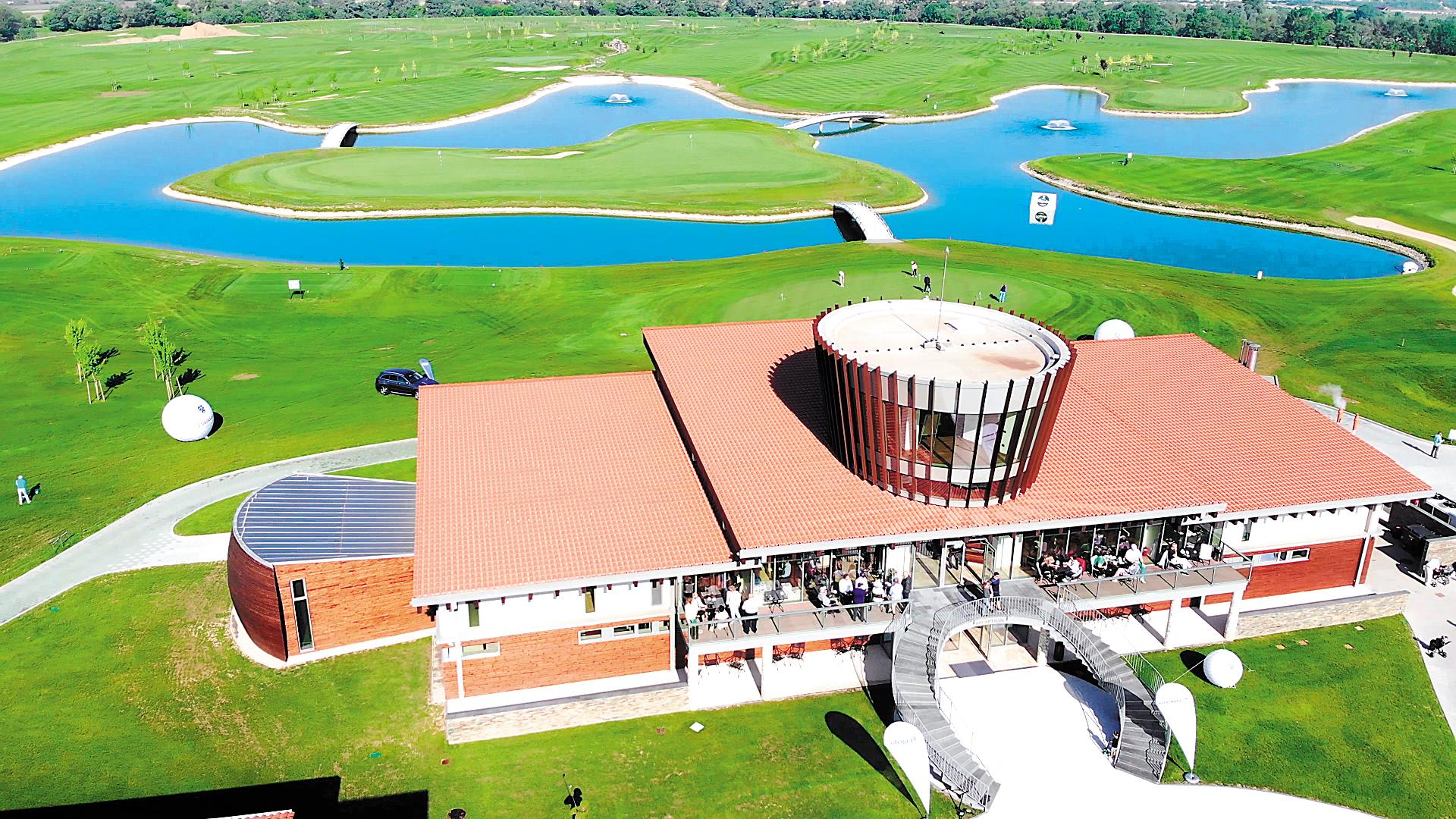 Cum arată primul an al clubului de golf deschis de proprietarul Transavia: Până în noiembrie, resortul este rezervat complet în weekenduri