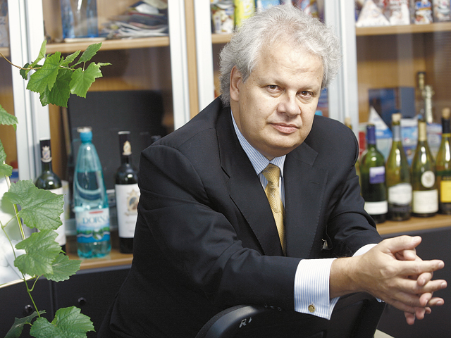 Jean Valvis, proprietar Aqua Carpatica şi Domeniile Sâmbureşti: Este important să inveşteşti in brand şi în promovare. Pentru Aqua Carpatica am avut un buget de marketing de 50% din cifra de afaceri