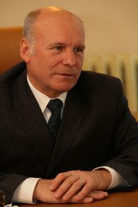 Dan Matei Agathon este cel care a vândut hotelurile statului care au ajuns acum în paragină