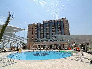 Un weekend la hotelul de cinci stele din Mamaia al lui Gabriel Comănescu costă peste 700 de euro, mai mult decât în Maldive