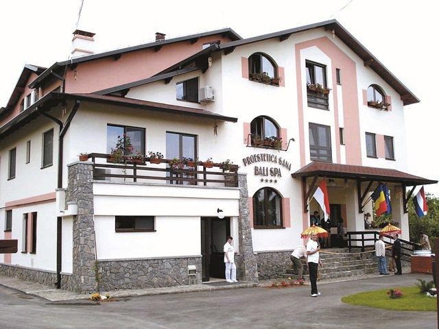 O familie de medici vinde un hotel cu spa de pe Valea Prahovei cu 1,5 mil. €