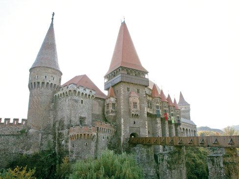 Castelul Corvinilor va fi restaurat cu fonduri europene de 22 de milioane de lei