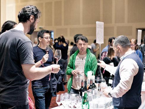 """Turismul viticol, reţeta de creştere a micilor producători de vinuri. """"Vizitele la crame au devenit din ce în ce mai interesante. Interacţiunea cu consumatorul ajută industria vinului"""""""