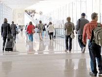 Diversificarea ofertelor companiilor aeriene şi agenţiilor de turism a stimulat călătoriile în afara ţării. Românii au cheltuit 872 mil. euro pe vacanţe în străinătate în primele patru luni, mai mult cu 60%