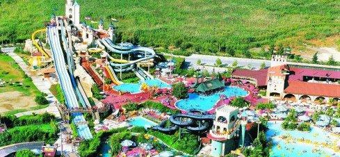Aquaparkul din Oradea, deschis în urma unei investiţii de 20 mil. euro, a avut profit în primul an de funcţionare
