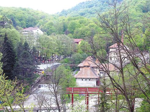 """Turismul balnear a revenit la viaţă. Hotelier din Băile Olăneşti: Din iunie am fost la capacitate maximă. """"Am făcut investiţii şi am dezvoltat zonele de spa şi tratament."""""""
