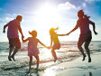 Cum s-a schimbat profilul turistului român în ultimii ani: Bugetul de vacanţă în străinătate s-a dublat, îşi rezervă biletele din timp şi are cerinţe inedite, ca realizarea nunţii pe plajă sau plimbările cu elicopterul