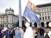 Mâncare sau democraţie? Ungaria, ţara reducerilor de taxe şi a salariilor cu creşteri spectaculoase, dar care îşi va pierde 4% din populaţie din cauza emigrării în următorii trei ani