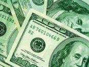 Dolarul îşi continuă creşterea luni dimineaţă