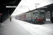 CFR a anulat 35 de trenuri şi intervine cu pluguri de deszăpezire în sud-estul ţării