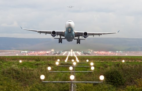 Peste 71.000 de pasageri au tranzitat aeroportul din Constanţa în primele şapte luni din 2017
