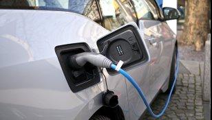 Este OFICIAL: Motorul diesel a MURIT. Au apărut în România maşinile care consumă o nimica toată şi elimină apă potabilă. Nu este dintr-un film SF, ci este o maşină adevărată