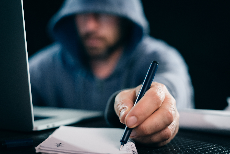 Ce metode mai folosesc hackerii pentru a face rost de bani. Cum îşi aleg ţintele
