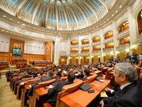 Legea pensiilor speciale ale parlamentarilor, adoptată de plen, după dispute între PSD şi PNL