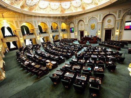 Moţiunea de cenzură, citită în Parlament. 222 de parlamentari au semnat textul moţiunii