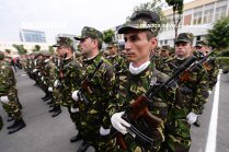 USR: Guvernul să nu treacă cei 2% PIB pentru înzestrarea Armatei la salarii