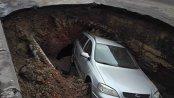 Trafic deviat în Râmnicu Sărat după ce o maşină a căzut într-o groapă formată într-o parcare
