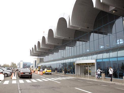 Aeroportul Otopeni a fost informat privind direcţia de propagare a fumului de la incendiul din Baloteşti