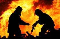 Un incendiu puternic a izbucnit la un depozit de mase plastice din Drobeta-Turnu Severin