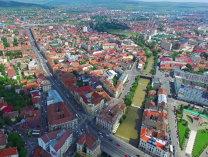 Cluj: Cinci acoperişuri, luate de vântul puternic; cabluri de electricitate au căzut pe carosabil