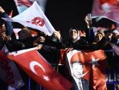 Peste 3.900 de funcţionari turci, concediaţi pentru legături suspecte cu organizaţii teroriste