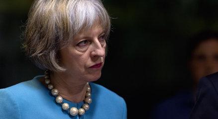 Cel puţin 58 de morţi în urma incendiului din Londra. Theresa May admite că se putea face mai mult