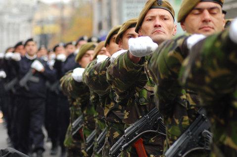 BREAKING NEWS: Imaginea care face FURORI pe internet. ÎNROLĂRI în MASĂ în ARMATĂ. Sute de OAMENI aşteapăt la COZI. ÎNCEPE RĂZBOIUL!!!