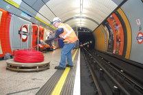 O staţie de metrou londoneză, evacuată temporar în urma unui posibil incendiu